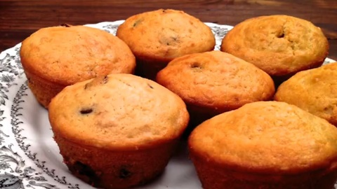 How to quickly make chocolate and cranberry muffins