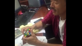 The First Ever Rubik's Cube Champion Can Still Keep Up With His Record - Video