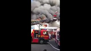 Fire breaks out at Germany's biggest theme park - Video