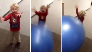 Toddler total wipeout - Video