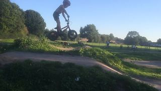 5-year-old Harry Schofield is a BMX prodigy - Video