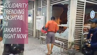 Mayhem in the Indonesian capital after explosions - Video