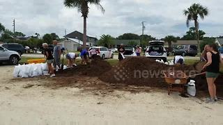 Florida residents fill up sandbags in preparation for Hurricane Irma - Video