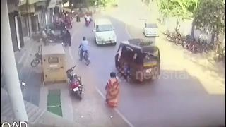 Miraculous escape for pedestrian as SUV collides head-on with tuk-tuk - Video