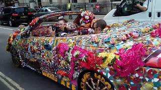 Insanely decorated car drives through central London - Video