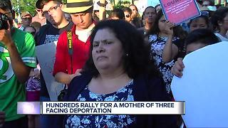 Hundreds rally for mother of three facing deportation - Video