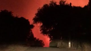 Wildfire Forces Evacuations in Calistoga, California - Video