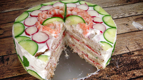 """""""Sandwich cake"""" is perfect for your next party"""