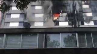 London High-Rise Residents Shout for Help as Building Burns - Video