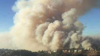 LA Helicopter Crews Navigate Through Smoke to Save Homes From Skirball Fire - Video