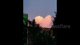 Pink heart-shaped cloud appears in southern China - Video