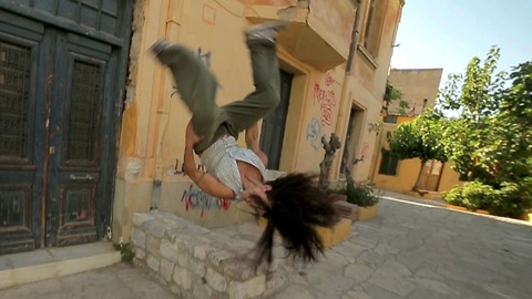 Female Parkour Artist Shows Off Incredible Acrobatic Skills