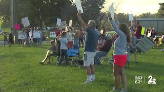 Parents, students rally in Howard Co. to push the board to reopen for in-person learning