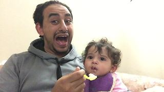 Dad demonstrates best possible ways to spoon feed baby - Video