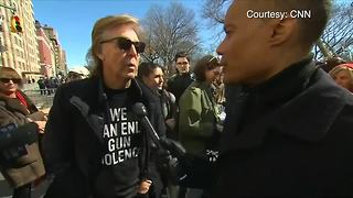 Paul McCartney joins New York City March for Our Lives protest - Video