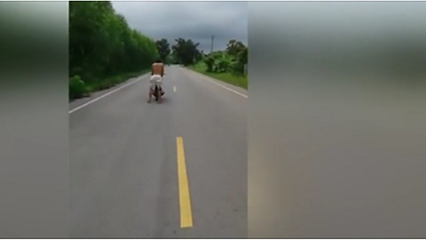 What This Guy Does On The Highway Will Bring Shivers Down Your Spine