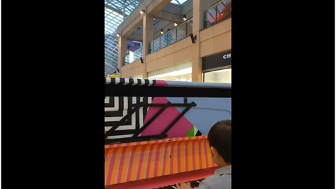Kid teaches himself how to play piano, delivers epic performance at mall