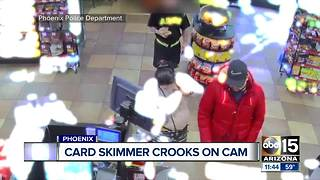 Police looking for suspects who put skimmer on Phoenix ATM - Video