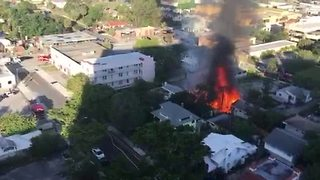 Large apartment fire in West Palm - Video