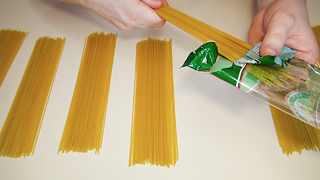 Kitchen hack: How to measure one portion of spaghetti - Video