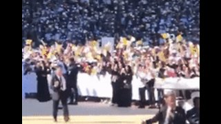 Little Girl Breaks Through Security to Greet Pope Francis at Papal Mass in Abu Dhabi