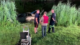Passerby saves woman from sinking car