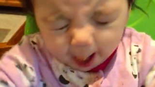 Baby's priceless reaction after trying sweet potatoes for the first time - Video