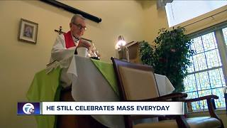 90-year-old priest still celebrates mass everyday - Video