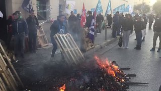 Prison Staff Set Fires During Protest in Nice - Video