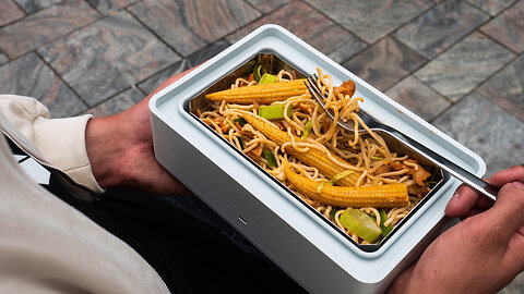 Self-Heating Lunchbox Warms Your Food On The Go