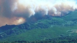 Wildfires Threaten Homes on Corsica - Video