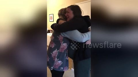 Mother surprises pregnant daughter at her baby shower