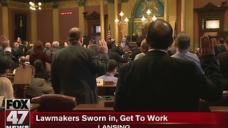 Lawmakers sworn in to get to work - Video