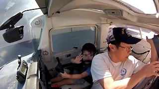 Four-year-old's comments during flight with dad will warm your heart - Video