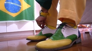 Brazilian soccer fan wears team colors for 20 years - Video