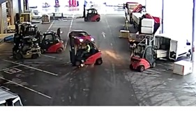 Warehouse Workers Use Forklifts to Block Suspected Thieves From Leaving - Video