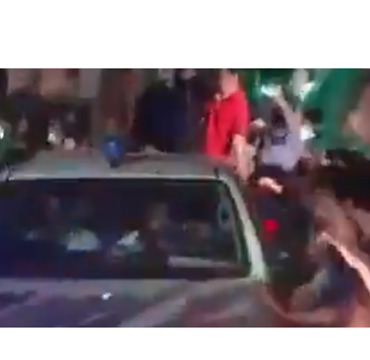 Crowd Showers Petals on Former Prime Minster's Car After Release From Jail