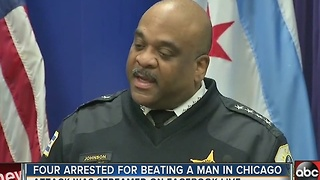 Four arrested for beating a man in Chicago - Video
