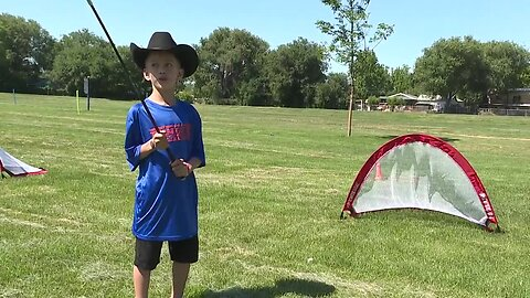 Garth Brooks foundation teaches kids golf at sports camp in Meridian