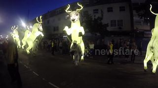 Stunning parade delights east London - Video