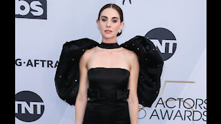 Alison Brie caught Justin Bieber singing at swimming pool