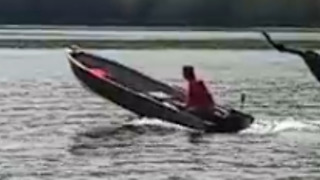 Inexperienced boater nearly sinks - Video