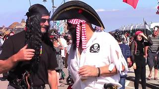 14-thousand Pirates invade Cornwall - Video