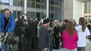 Bundy ranch standoff case ends in mistrial - Video