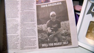 Man proposes to longtime girlfriend in Englewood newspaper - Video