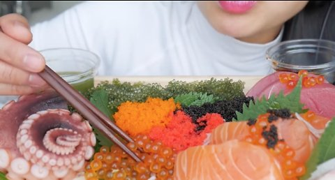 BEST SUSHI PLATTER (Salmon Hamachi Octopus Seagrapes). This sound is incredible