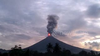 Time-lapse footage shows Philippine volcano spewing lava - Video