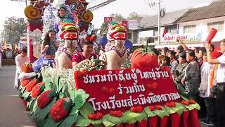 Colourful strawberry festival takes place in Thailand - Video
