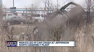 1 man killed in car crash at Jefferson North Assembly Plant