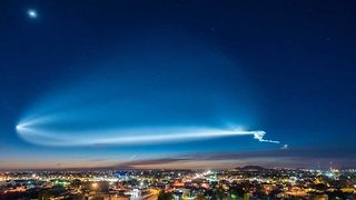 Stunning Timelapse Captures SpaceX Launch Which Caused Onlookers To Ring Police - Video